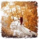 Аватар Девушка в свадебном платье стоит в осеннем парке