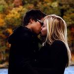 Аватар Парень и девушка целуются