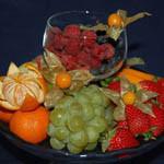 Аватар Виноград, клубника, мандарины и малина в бокале