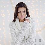 Аватар Красивая девушка в вязанном свитере
