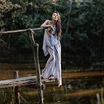 Аватар Девушка стоит на мостике, фотограф Ирина Джуль