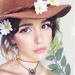 Аватар Девушка в шляпе с ромашками