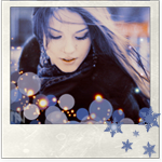 Аватар Красивая девушка с длинными волосами среди бликов и снежинок