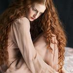 Аватар Девушка с длинными рыжими волосами