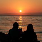 Аватар Парень с девушкой любуются закатом
