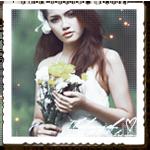 Аватар Красивая девушка-брюнетка с букетом цветов