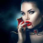 Аватар Девушка-вампир с горящими глазами с кровью на губах