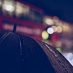 Аватар Зонт в каплях дождя на фоне бликов