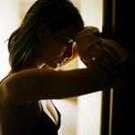 Аватар Девушка стоит у двери, фотограф Marat Safin