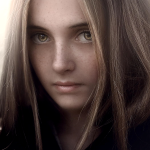 Аватар Русоволосая красивая девушка с зелеными глазами и с веснушками, by Jessica Drossin