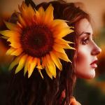 Аватар Девушка в профиль, с подсолнухом на волосах. Фотограф Светлана Беляева