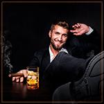 Аватар Мужчина с сигарой и бокалом виски за столом