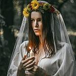 Аватар Девушка в венке со свечой в руке, фотограф Наталья Ова
