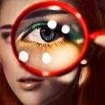 Аватар Глаз девушки через увеличительное стекло