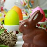 Аватар Шоколадная фигурка зайца на фоне разукрашенных яиц