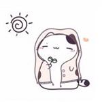 Аватар Котенок в капюшоне жмурится на солнышке