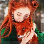 Аватар Рыжеволосая девушка обнимает лису. Фотограф Георгий Дихаминджия
