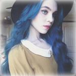 Аватар Девушка с синими волосами в шляпе