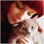 Аватар Девушка с красными волосами обнимает кота