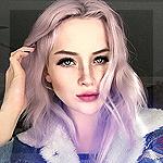 Аватар Красивая девушка с розовыми волосами