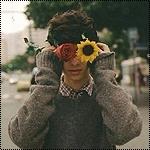 Аватар Парень приложил к глазам цветы