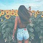 Аватар Девушка на поле подсолнухов