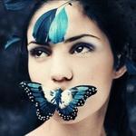 Аватар Голубая бабочка на губах девушки