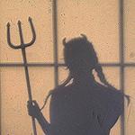 Аватар Силуэт дьяволицы с вилами в руке