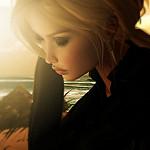 Аватар Грустная девушка-блондинка возле моря