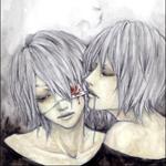 Аватар Две Грустные девушки блондинки. У одной завязан глаз и течет кровь
