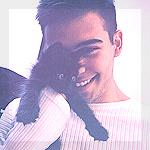 Аватар Милый черный котенок на руках у не менее милого парня