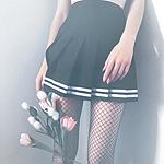 Аватар Девушка держит в руке тюльпаны