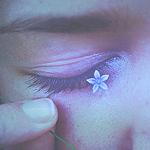 Аватар Голубой цветок на ресницах девушки