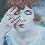 Аватар Девушка с окровавленной рукой