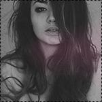 Аватар Темноволосая девушка на сером фоне