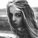 Аватар Черно-белый портрет девушки