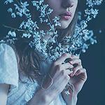 Аватар Девушка с голубыми цветами у лица