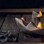 Аватар Бумажный горящий кораблик на дощатой поверхности, by maria jose urios pastor