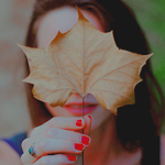 Аватар Девушка прикрыла лицо осенним листочком