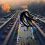 Аватар Девушка в школьной форме стоит на железнодорожных путях