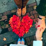 Аватар Парень и девушка держаться за руки над сердечком из осенних листьев