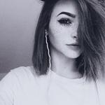 Аватар Девушка в наушниках