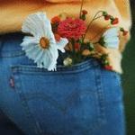 Аватар Цветы у девушка в кармане джинсов