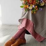 Аватар Девушка с букетом цветов сидит на полу