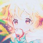 Аватар Ребенок с лисьими ушками прижимает руку к лицу