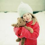 Аватар Девочка с игрушечным мишкой