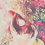 Аватар Девушка в шляпе возле розовых кустов