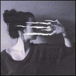 Аватар Рука девушки оставляет царапины, которые закрывают ей лицо