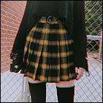 99px.ru аватар Девушка в клетчатой юбке, черной кофте и черных гольфах