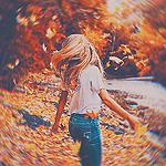Аватар Девушка на берегу реки осенью